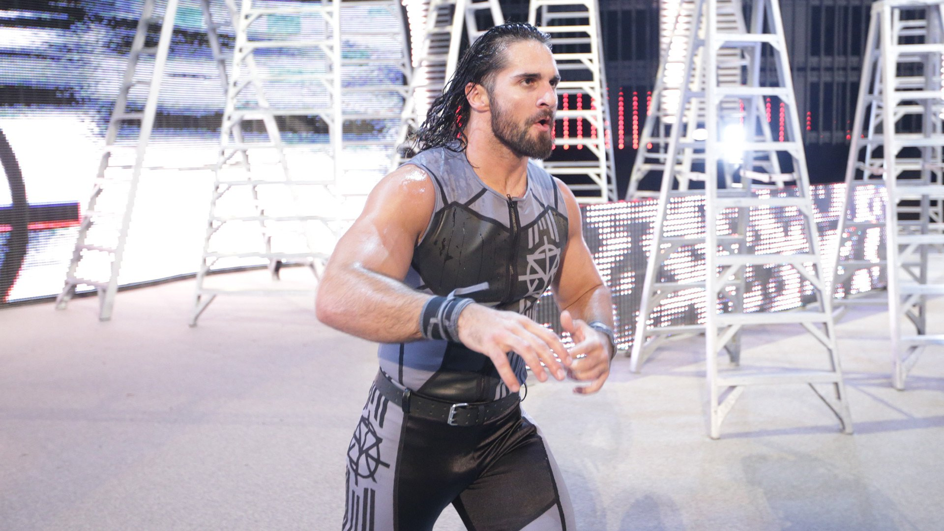 WWE Network: Seth Rollins marche vers le ring pour sa bataille Roman Reigns: WWE Money in the Bank 2016