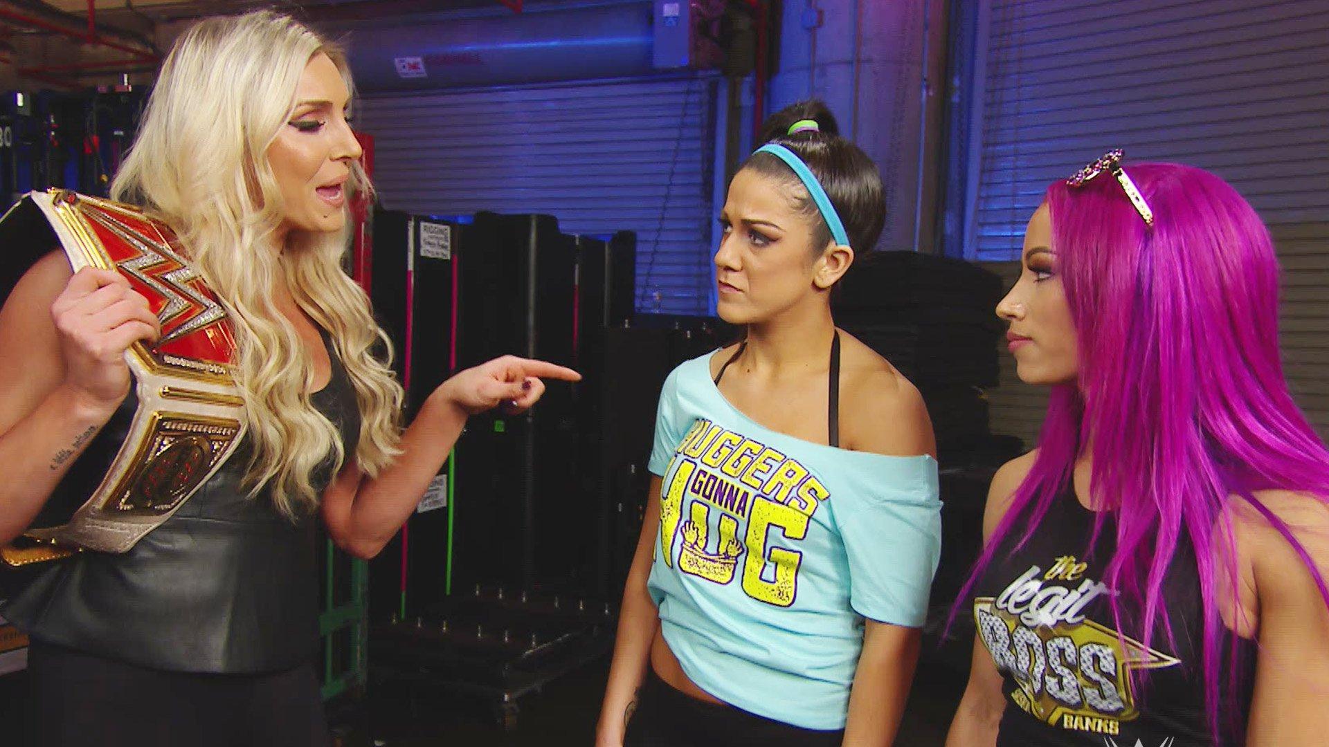 Sasha Banks couvre les arrières de Bayley devant Charlotte Flair: Raw, 9 janvier 2017