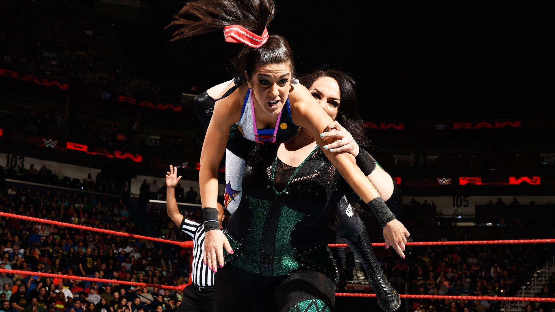 Bayley & Sasha Banks vs. Charlotte Flair & Nia Jax: Raw, 9 janvier 2017