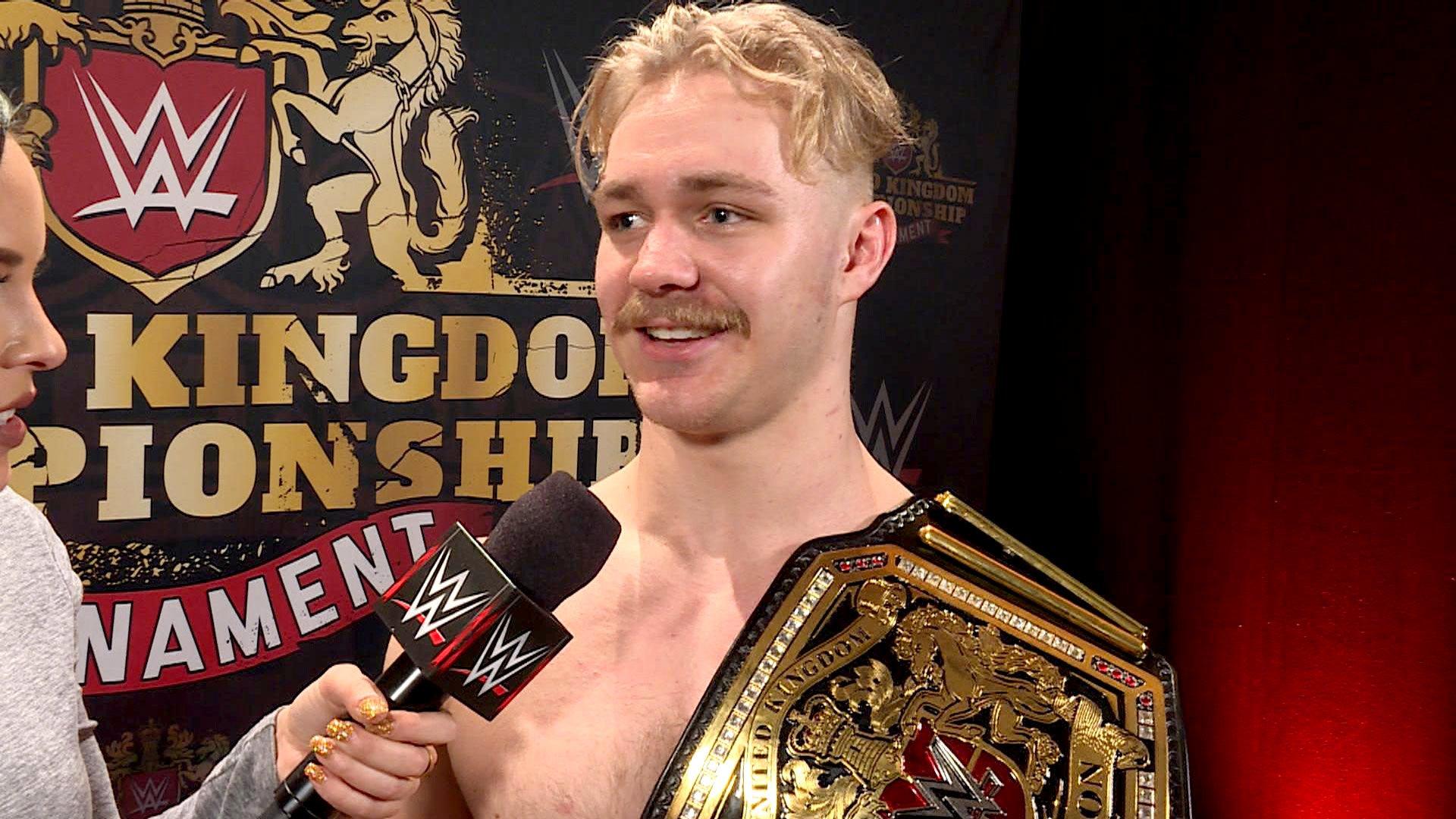 Tyler Bate réagit à son couronnement de premier WWE United Kingdom Champion de l'histoire: WWE.com Exclusive, 15 jan. 2017