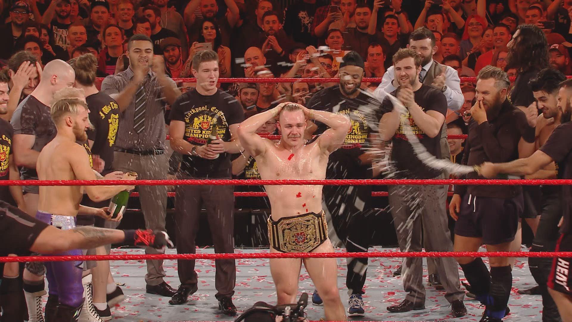 Le WWE United Kingdom Champion Tyler Bate célèbre sa victoire historique: WWE.com Exclusive, 15 jan. 2017