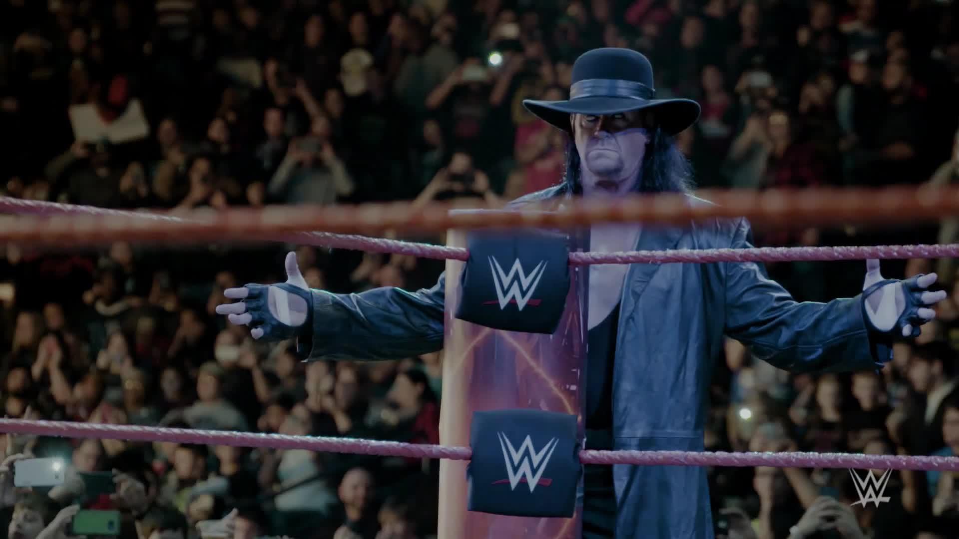 Spectaculaire ralenti de l'entrée de The Undertaker à Raw: WWE.fr Exclusive, 10 janvier 2017