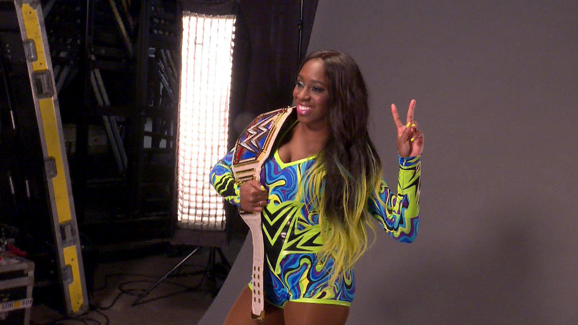 Naomi wygląda perfekcyjnie jako nowa Mistrzyni Kobiet SmackDown: WWE.com Exclusive 12.02.17