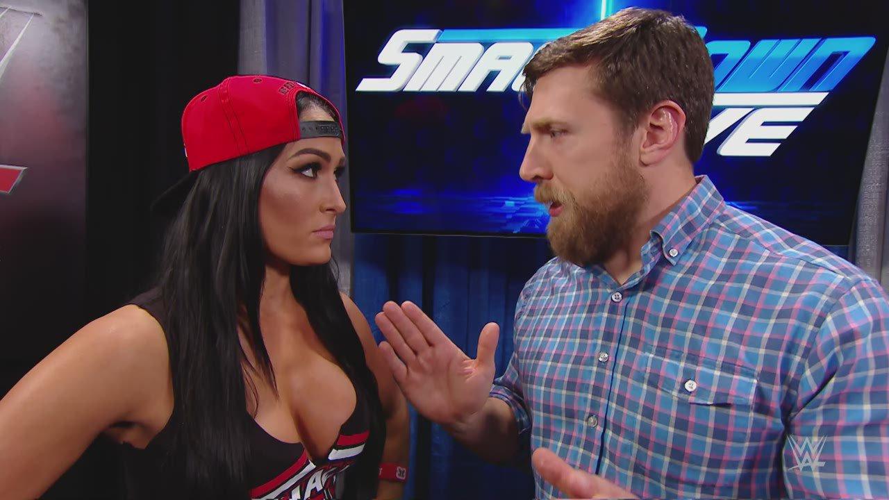 Nikki Bella et Natalya s'accrochent dans les coulisses: SmackDown LIVE, 14 fév. 2017