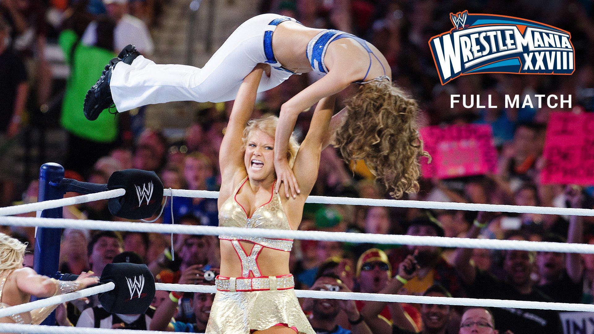 Kelly Kelly & Maria Menounos vs. Beth Phoenix & Eve Torres: WrestleMania XXVIII (Match Intégral - Exclusivité de WWE Network)