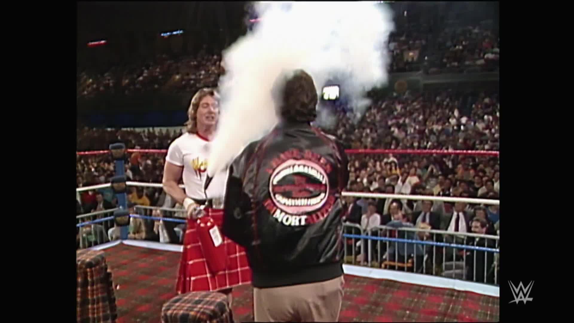 """Rowdy"" Roddy Piper calme Morton Downey Jr.: WrestleMania V"