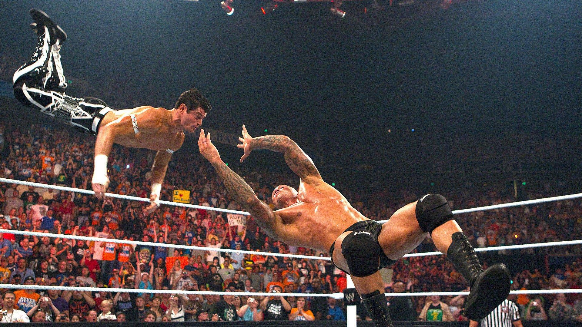Randy Orton fauche Evan Bourne d'un RKO en plein vol: Raw, 12 juillet 2010