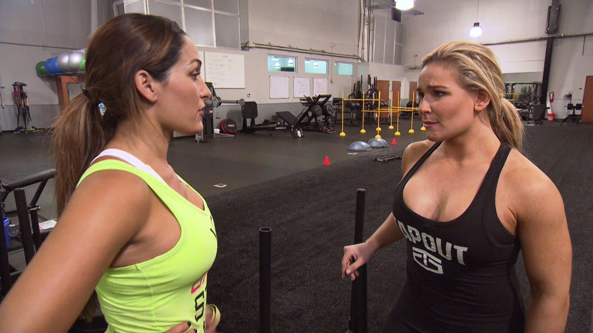 Natalya se retient en s'entraînant avec Nikki Bella: Total Divas, 5 avril 2017