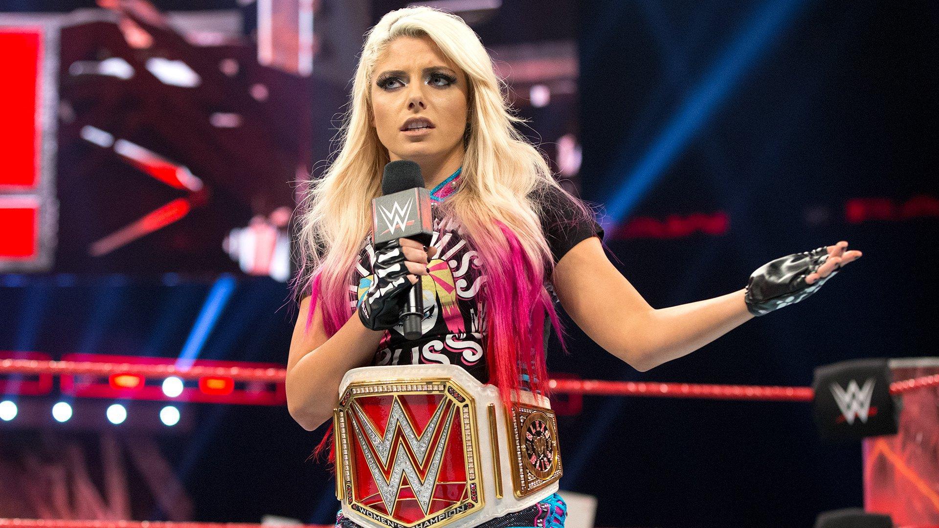 """Alexa Bliss przerywa okrzyki """"What?!"""": Raw 15.05.17"""