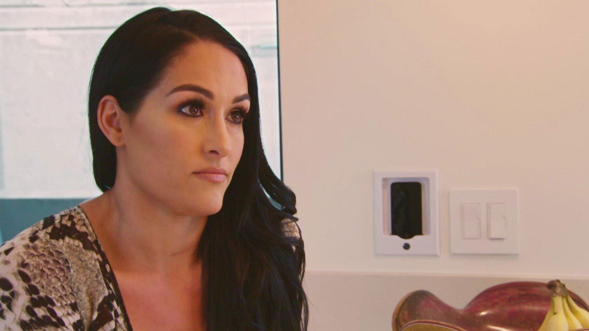 John Cena revit quand Nikki Bella admet qu'elle peut se retirer des rings après WrestleMania: Total Bellas, 11 Octobre 2017.