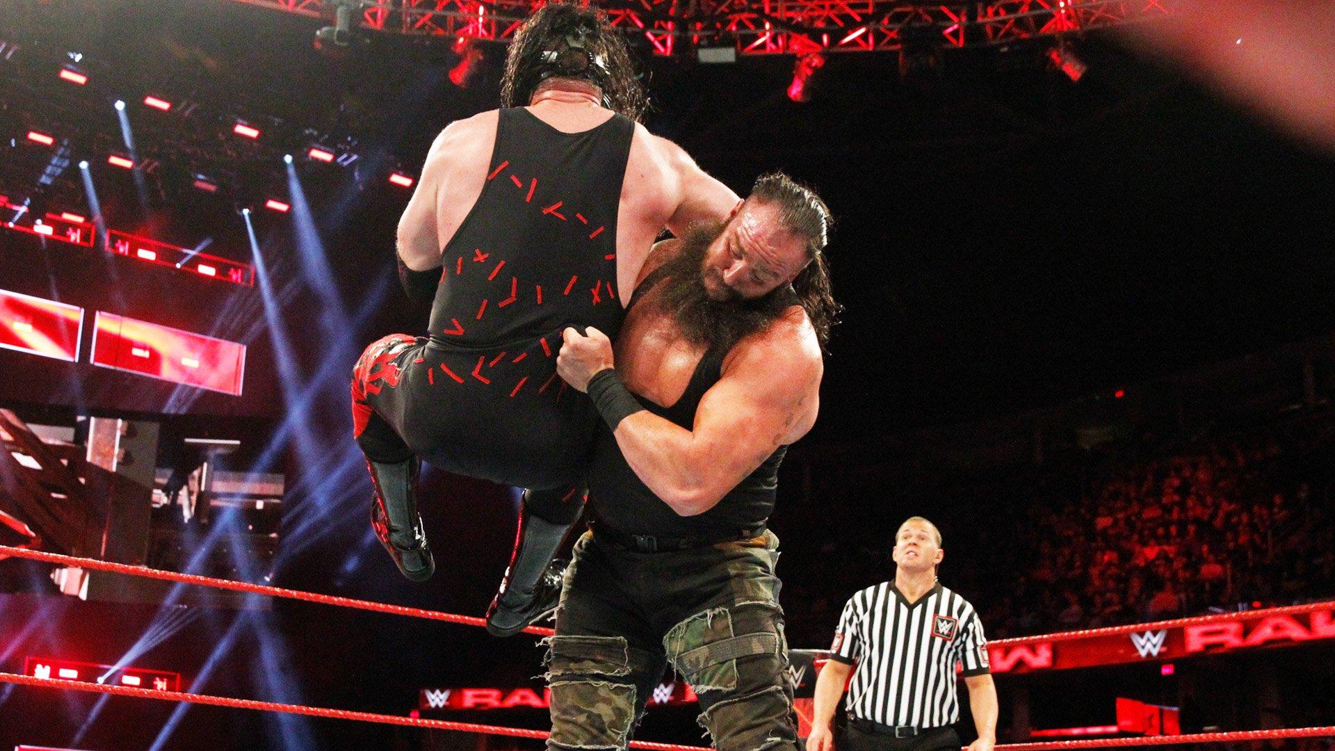 Braun Strowman vs. Kane - Le Vainqueur Affronte Brock Lesnar pour le Championnat Universel au Royal Rumble: Raw, 11 Décembre 2017.