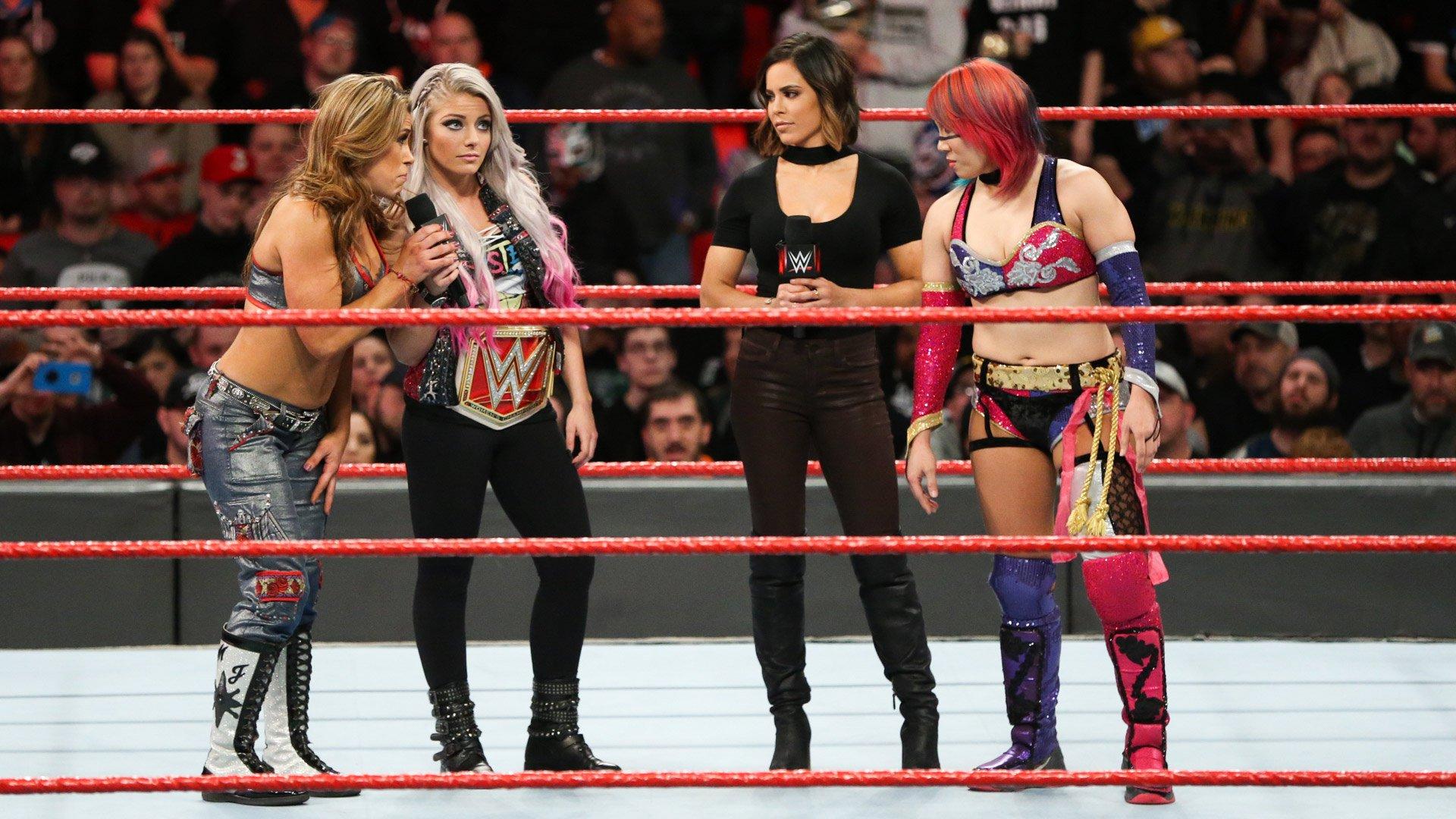 "Alexa Bliss ""applaudit"" la decision d'Asuka pour WrestleMania: Raw, 12 Mars 2018."