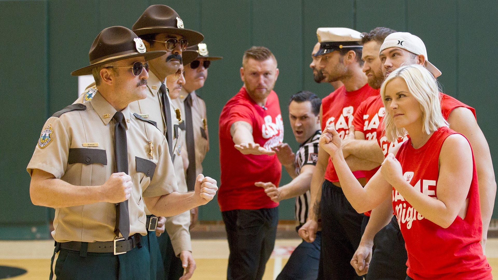 WWE Superstars vs. Super Troopers dans un dodgeball: WWE Game Night