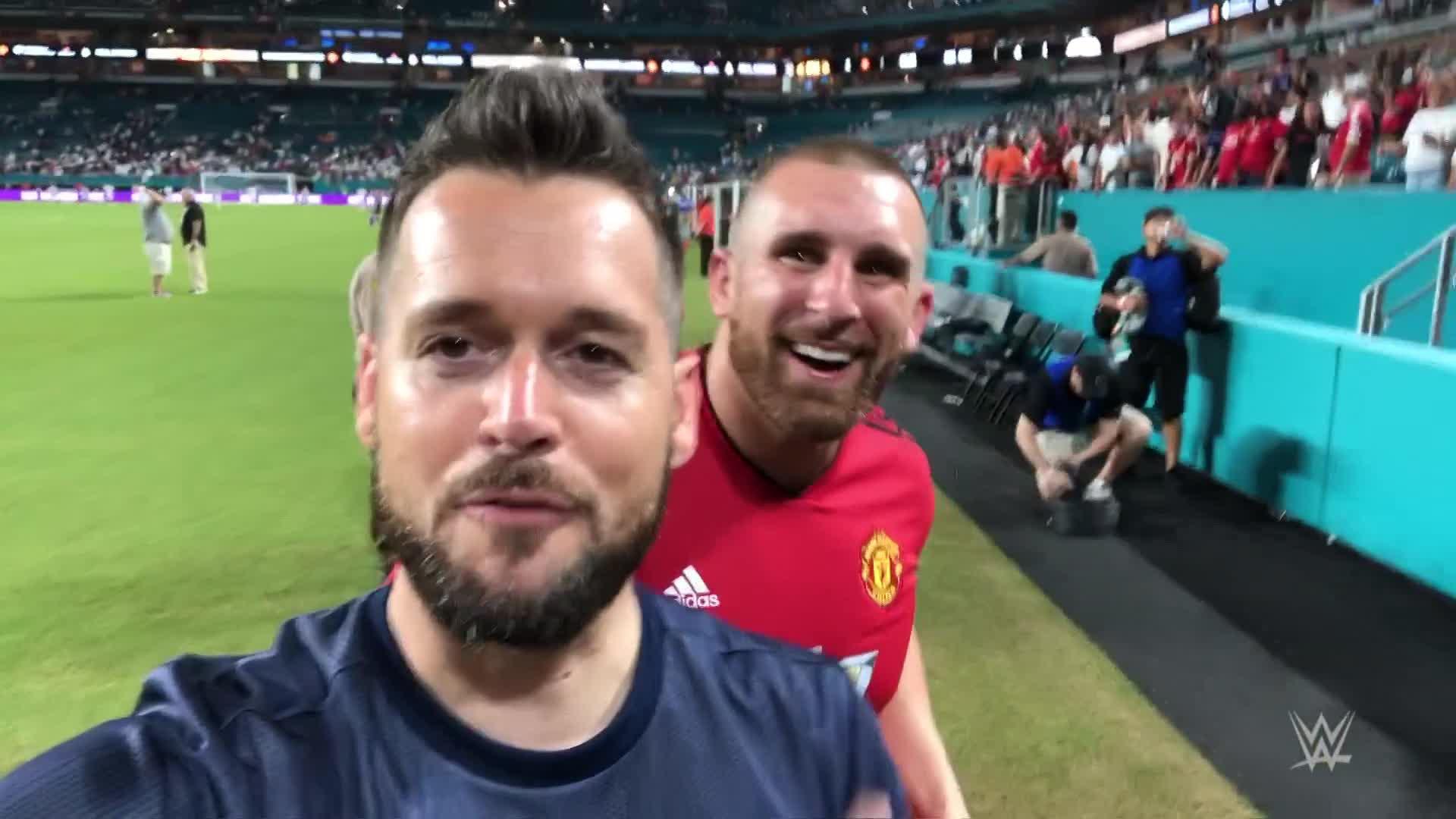 Mojo Rawley, Mike Rome présents à Manchester United vs. Real Madrid