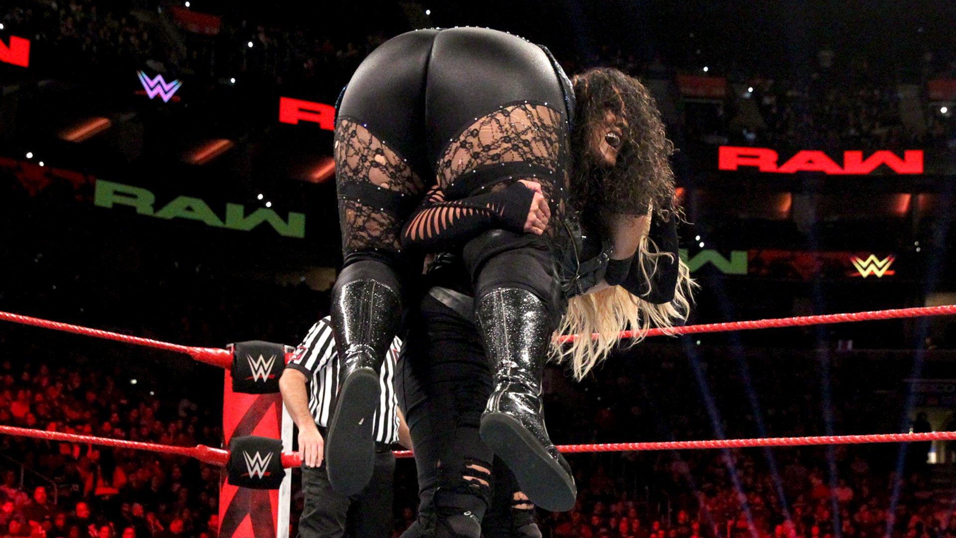 Nia Jax & Ember Moon vs. Dana Brooke & Tamina: Raw, 15 Octobre 2018