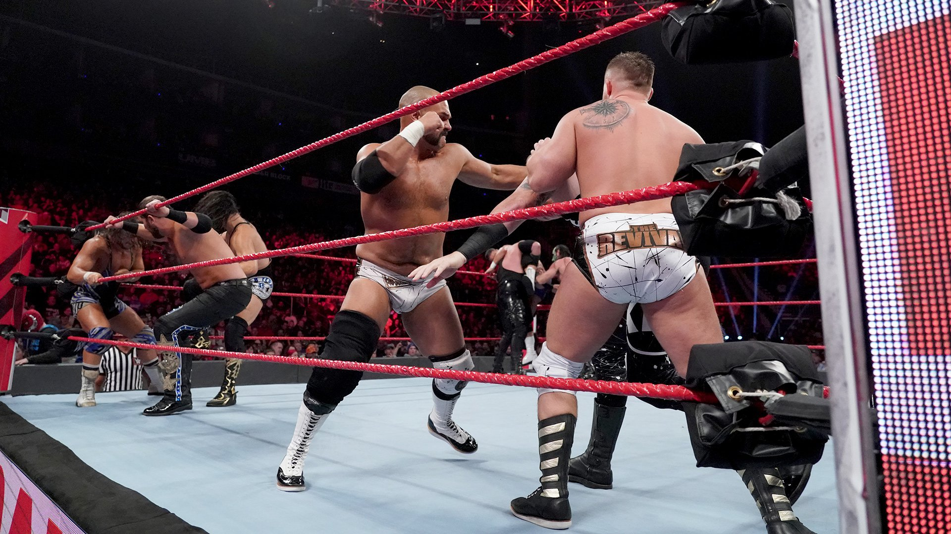 Tag Team Battle Royal - Les Vainqueurs deviennent Capitaines de la Division par Équipes: Raw, 12 Novembre 2018