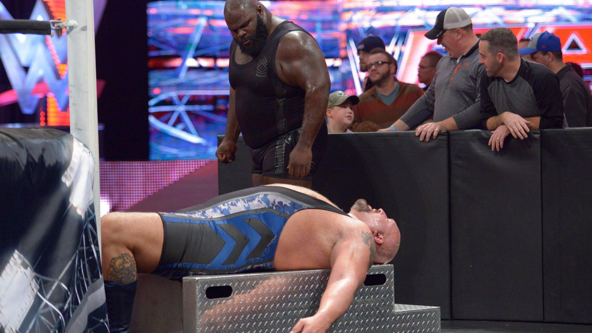 Mark Henry enfourche le Big Show dans une incroyable démonstration de force: Monday Night Raw, 3 Novembre 2014