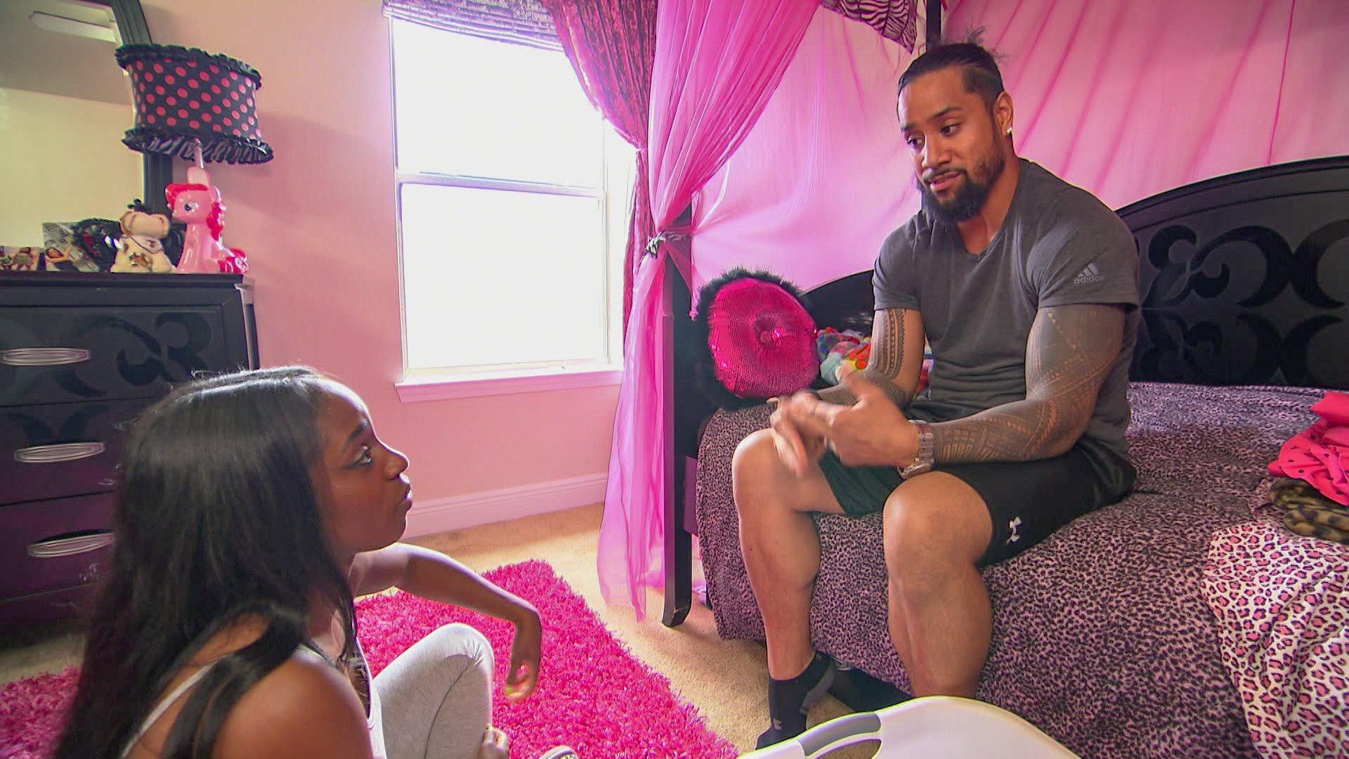 Naomi parle à Jimmy Uso du fait de déménager à Atlanta: Total Divas Preview Clip, 14 Novembre 2018