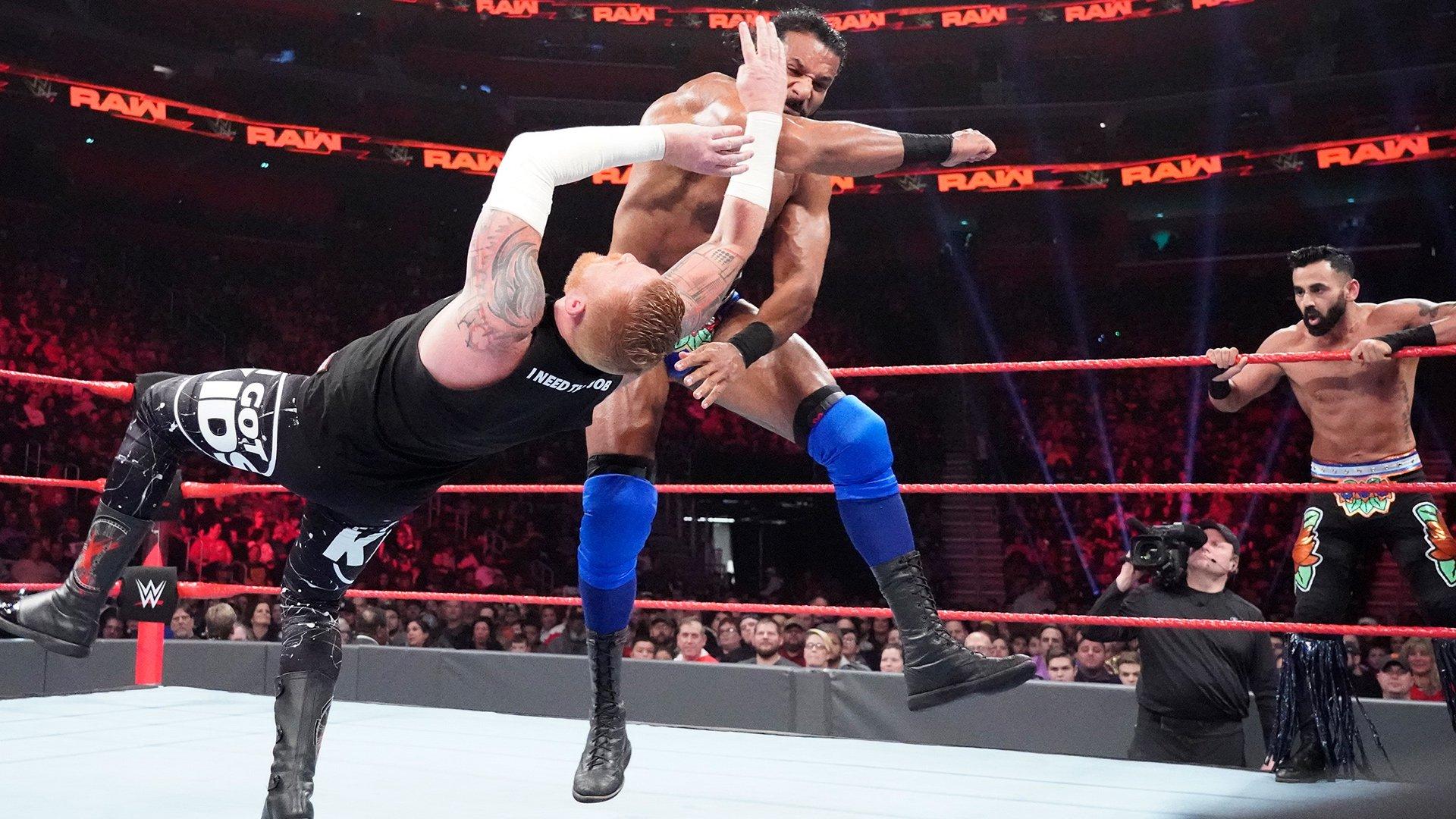 Heath Slater & Rhyno vs. Jinder Mahal & The Singh Brothers - Match Handicap 2 contre 3: Raw, 31 Décembre 2018