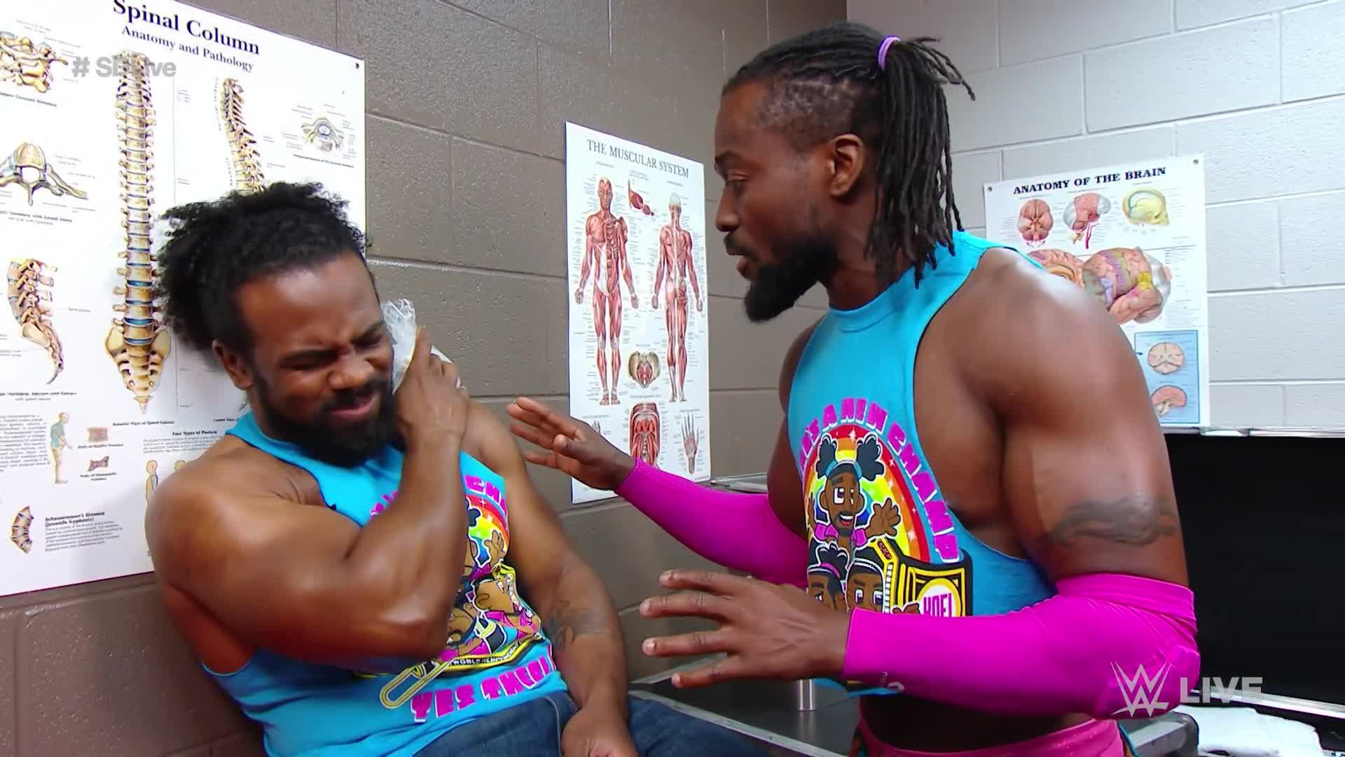 Kofi Kingston vérifie si Xavier Woods va bien: SmackDown LIVE, 30 Avril 2019