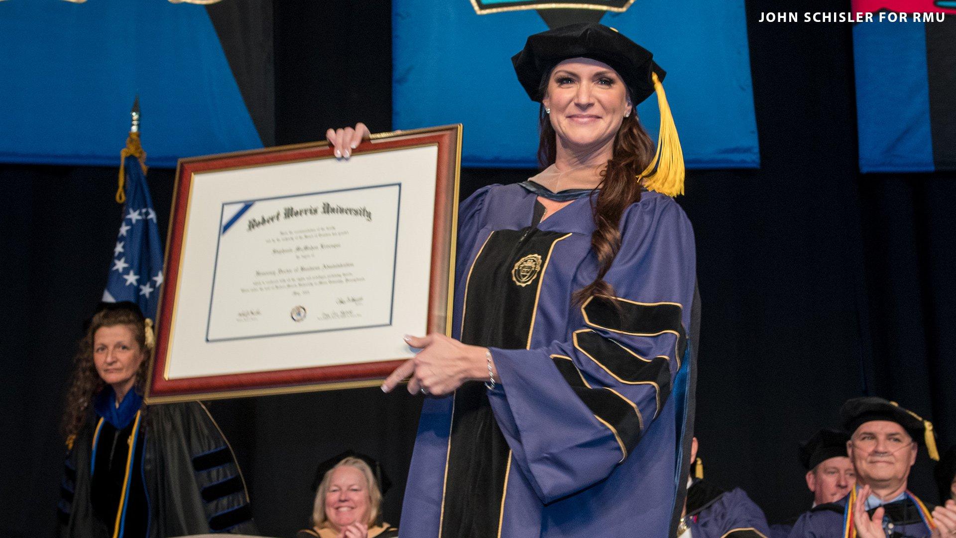 Stephanie McMahon fait un discours lors de la remise de diplôme 2019 de la Robert Morris University