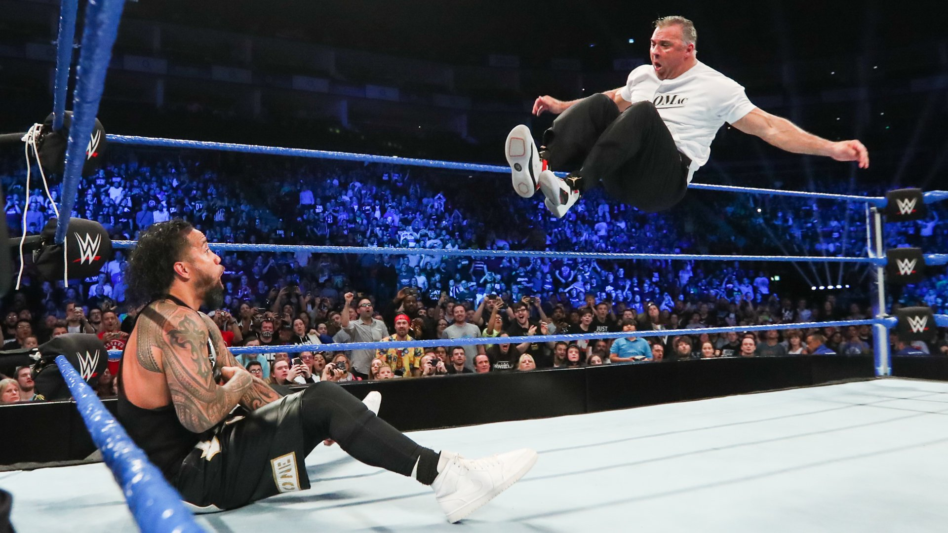 4-on-3 Handicap Match works against Reigns & Usos: Wal3ooha, 16 May, 2019