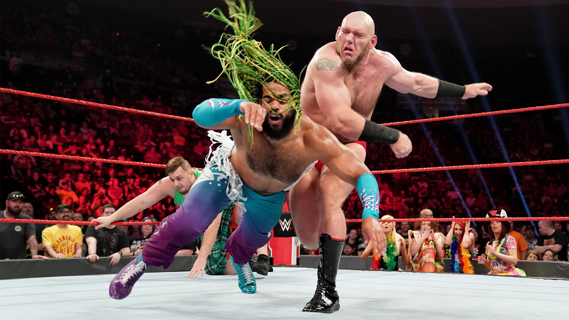 Lars Sullivan écrase No Way Jose: Raw, 6 Mai 2019