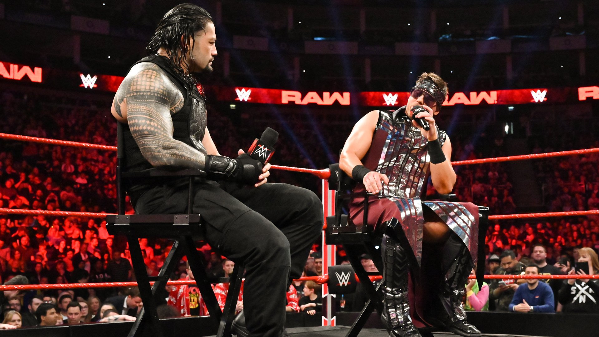 "Roman Reigns tire la flamme de The Miz dans ""Miz TV"": Raw,13 Mai 2019"