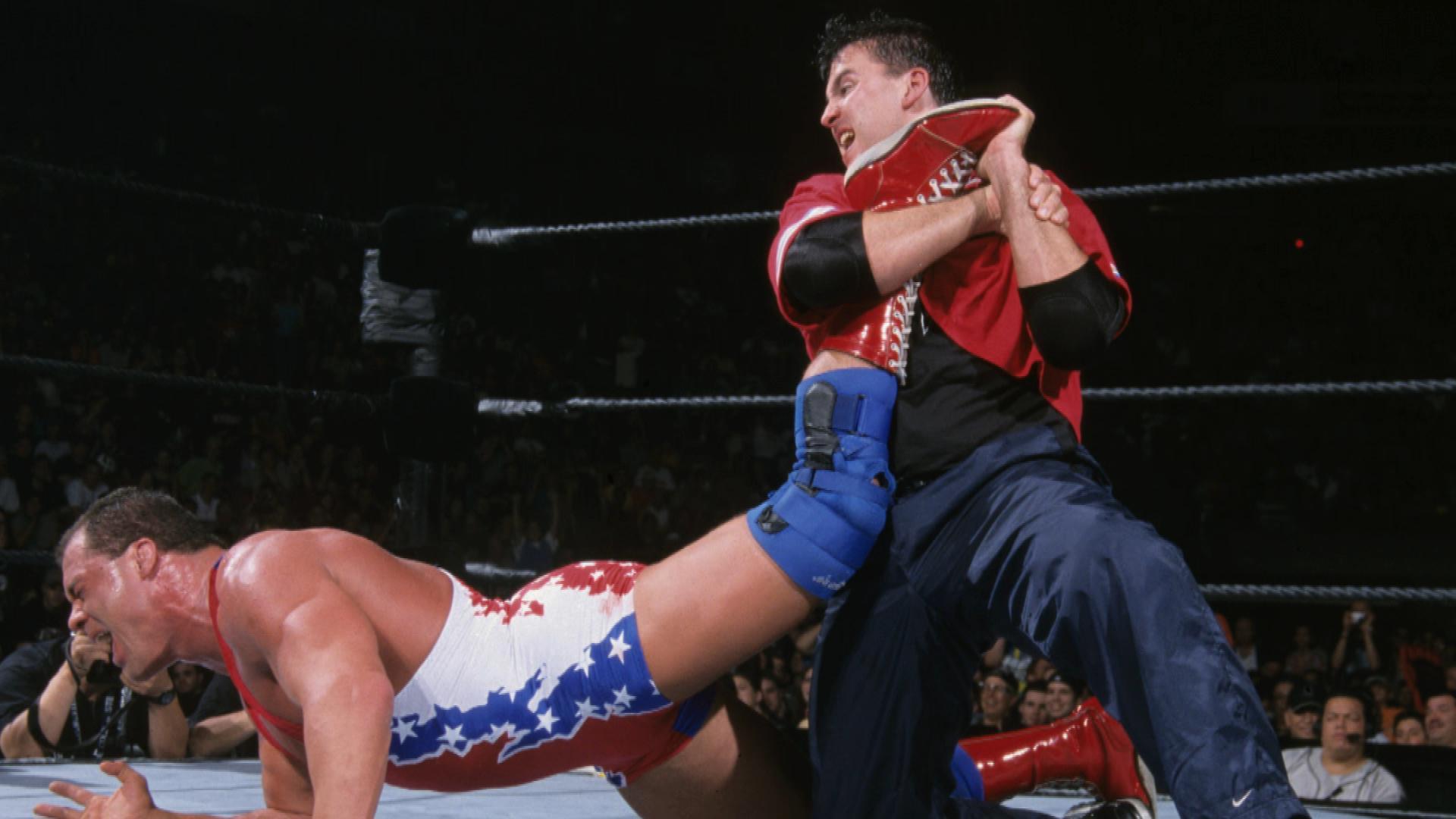 Shane McMahon se souvient d'avoir brutalement porté une souplesse à Kurt Angle sur WWE Untold