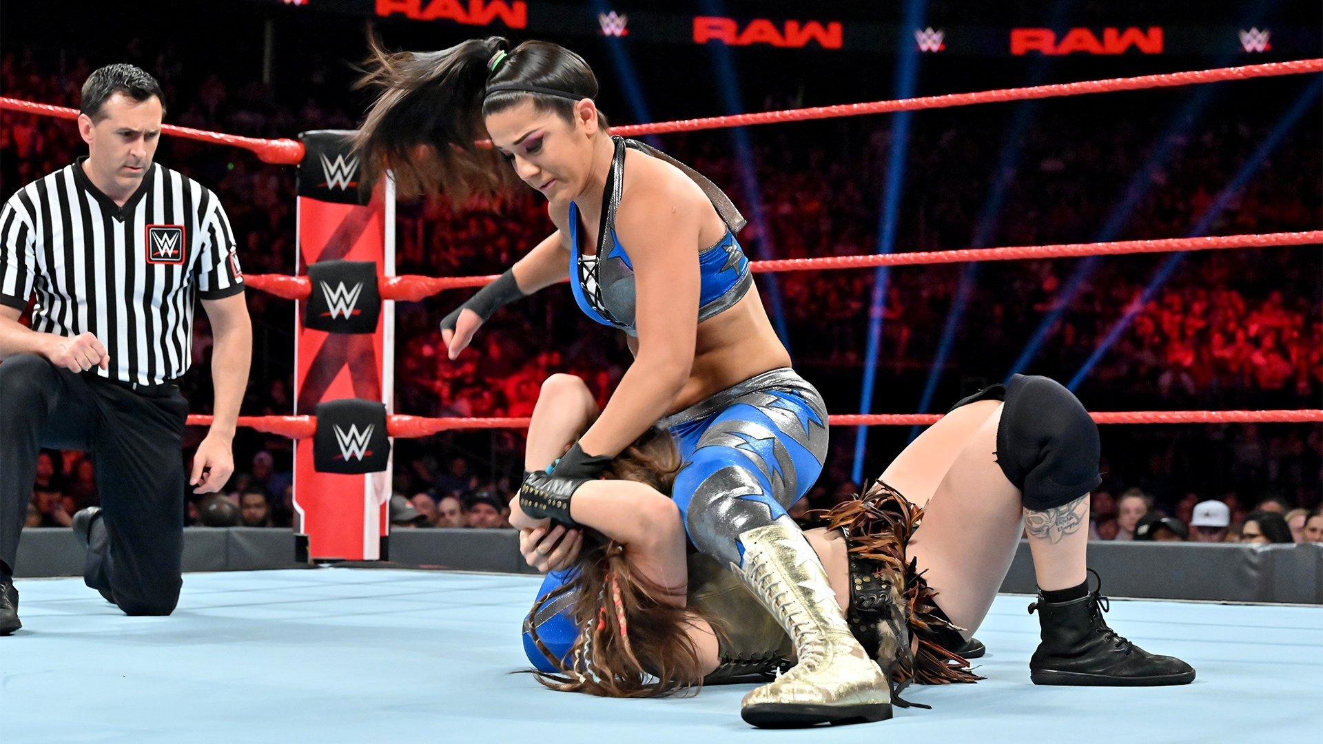 Bayley vs. Sarah Logan – Match Beat the Clock Challenge: Raw, 8 Juillet 2019