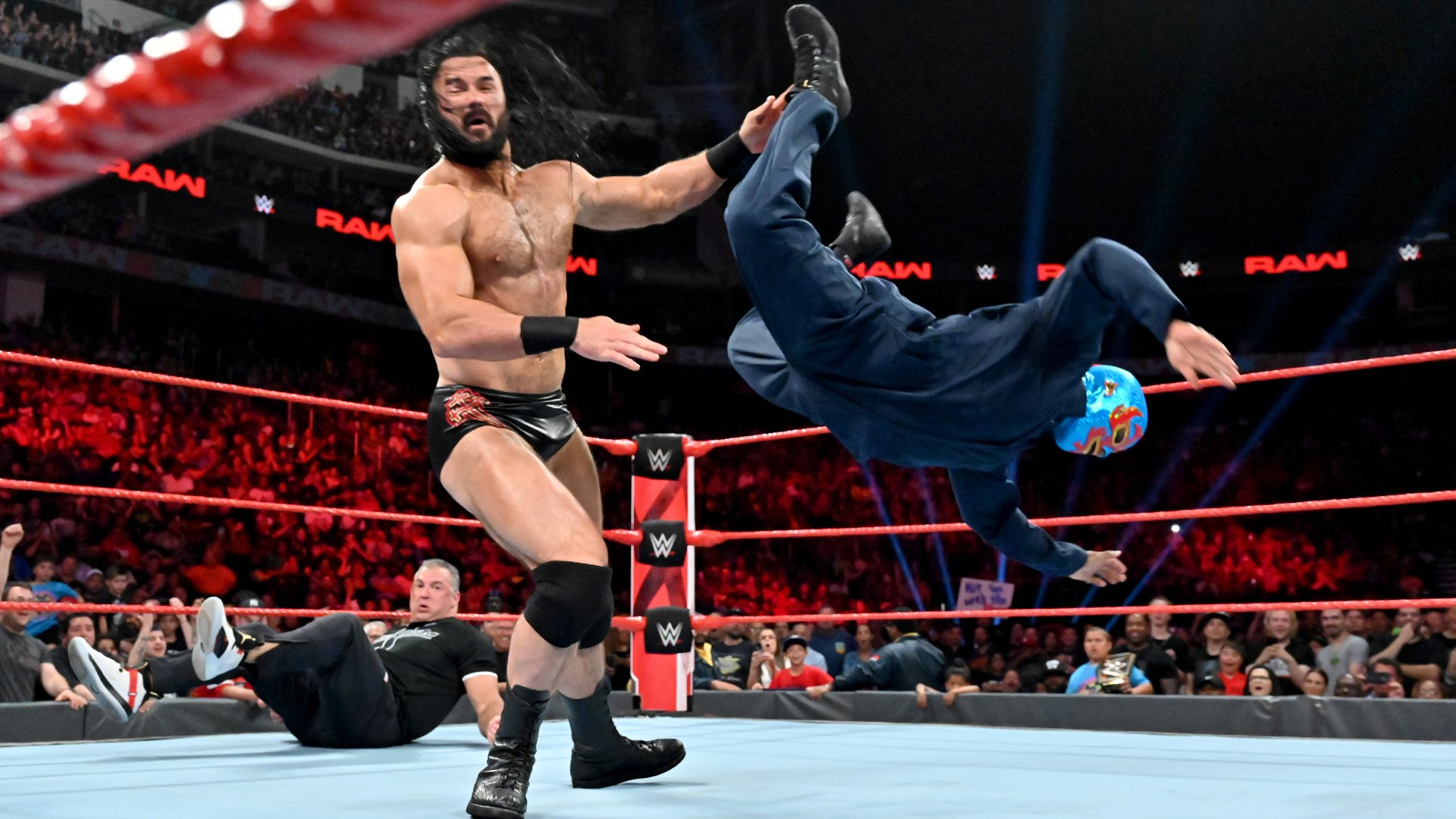 "Roman Reigns & Gary ""The GOAT"" Garbutt vs. Shane McMahon & Drew McIntyre: Raw, 8 Juillet 2019"