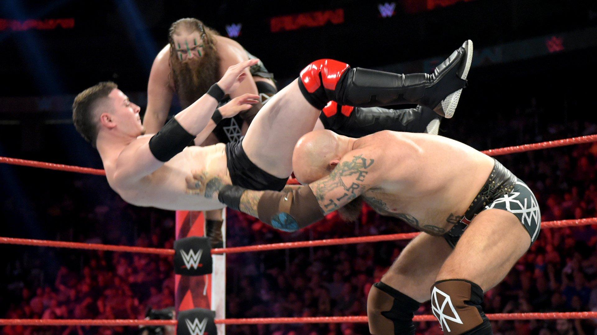 The Viking Raiders vs. Colin & Devin Justin: Raw, 8 Juillet 2019