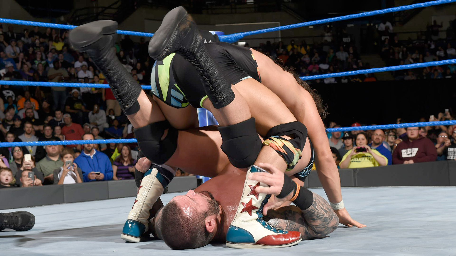 In the height of the contest, some accidental miscommunication by Luke Harper allows the titleholders to retain when Gable rolls up Orton after Harper inadvertently distracts The Viper.