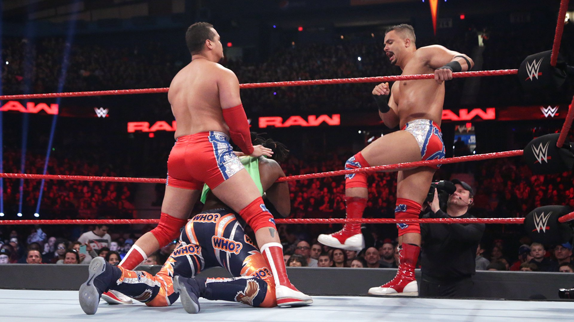 define rencontrer The New Day vs. The Shining Stars: photos