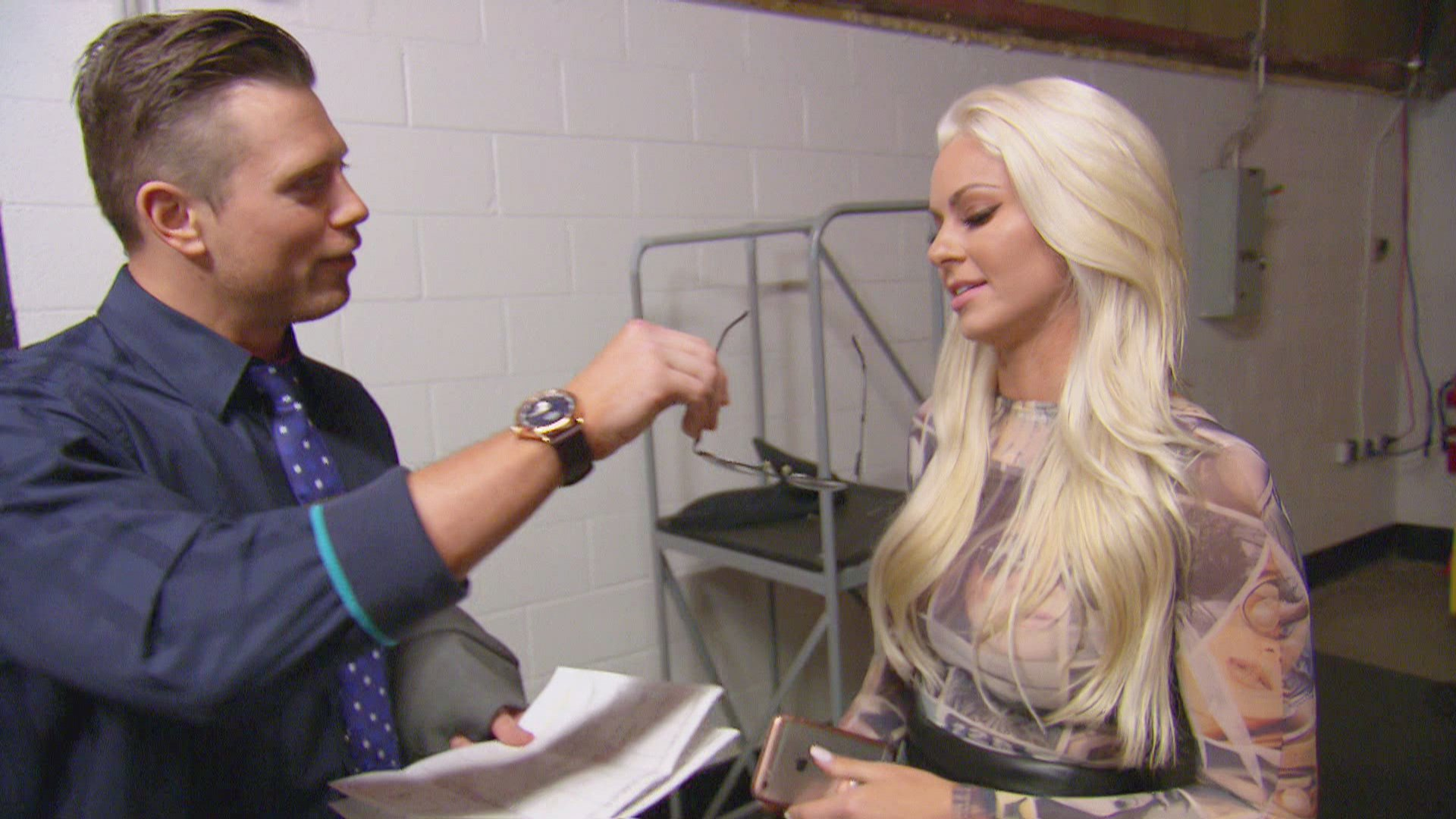 Did you know Maryse cannot see? Maryse apparently cannot see, yet she refuses to wear glasses or get Lasik eye surgery.