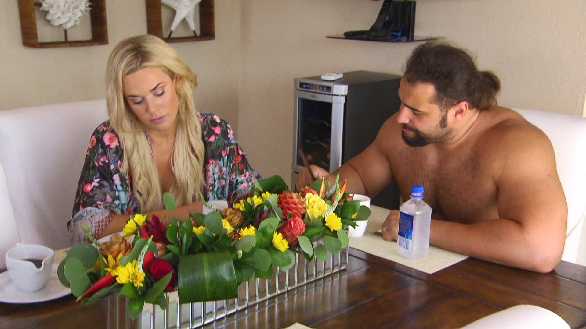 Rusev suggests that Lana reconcile with Renee, but she isn't having it.