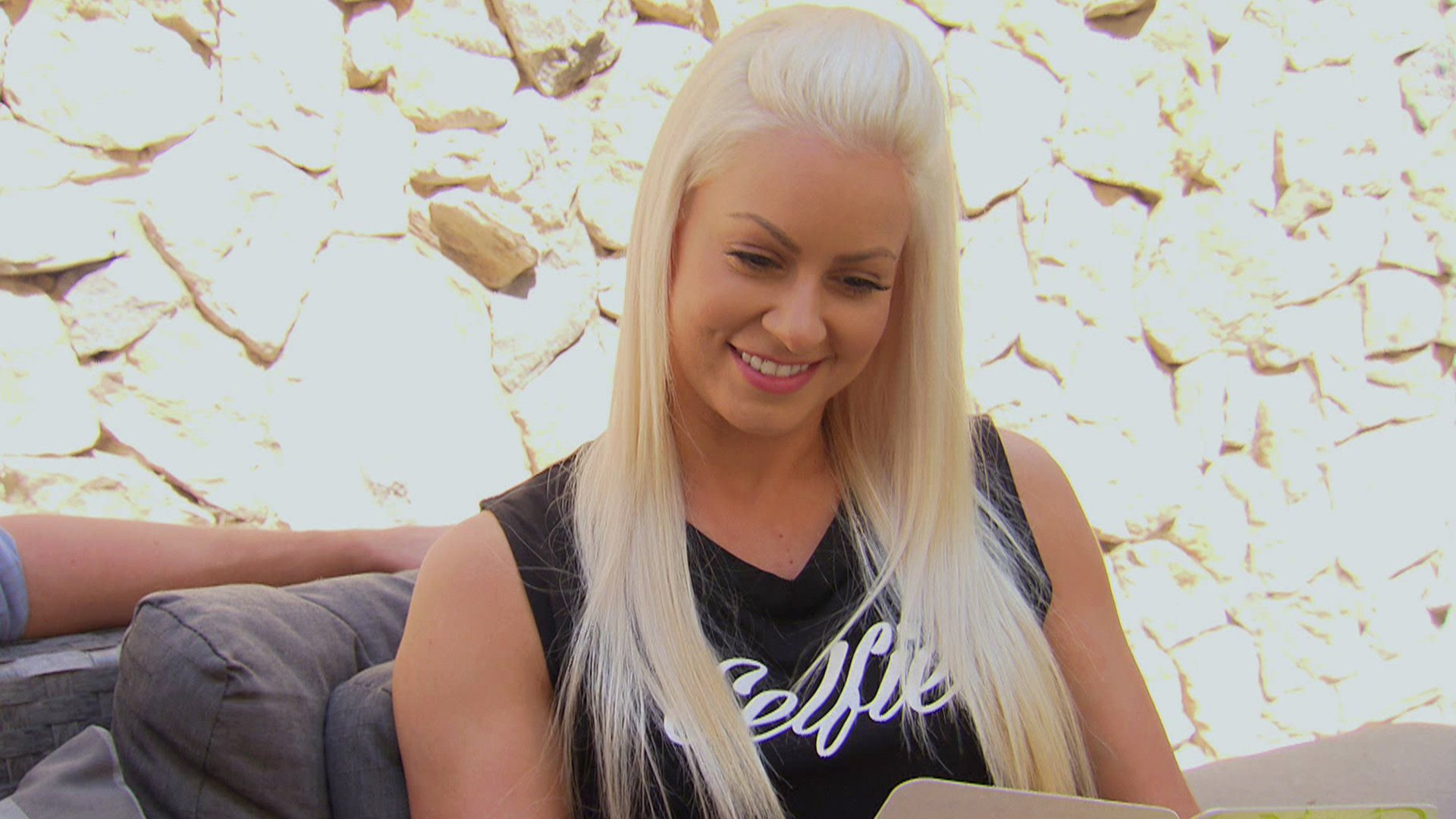 Now that Maryse can see, she is able to properly read Miz's love note.