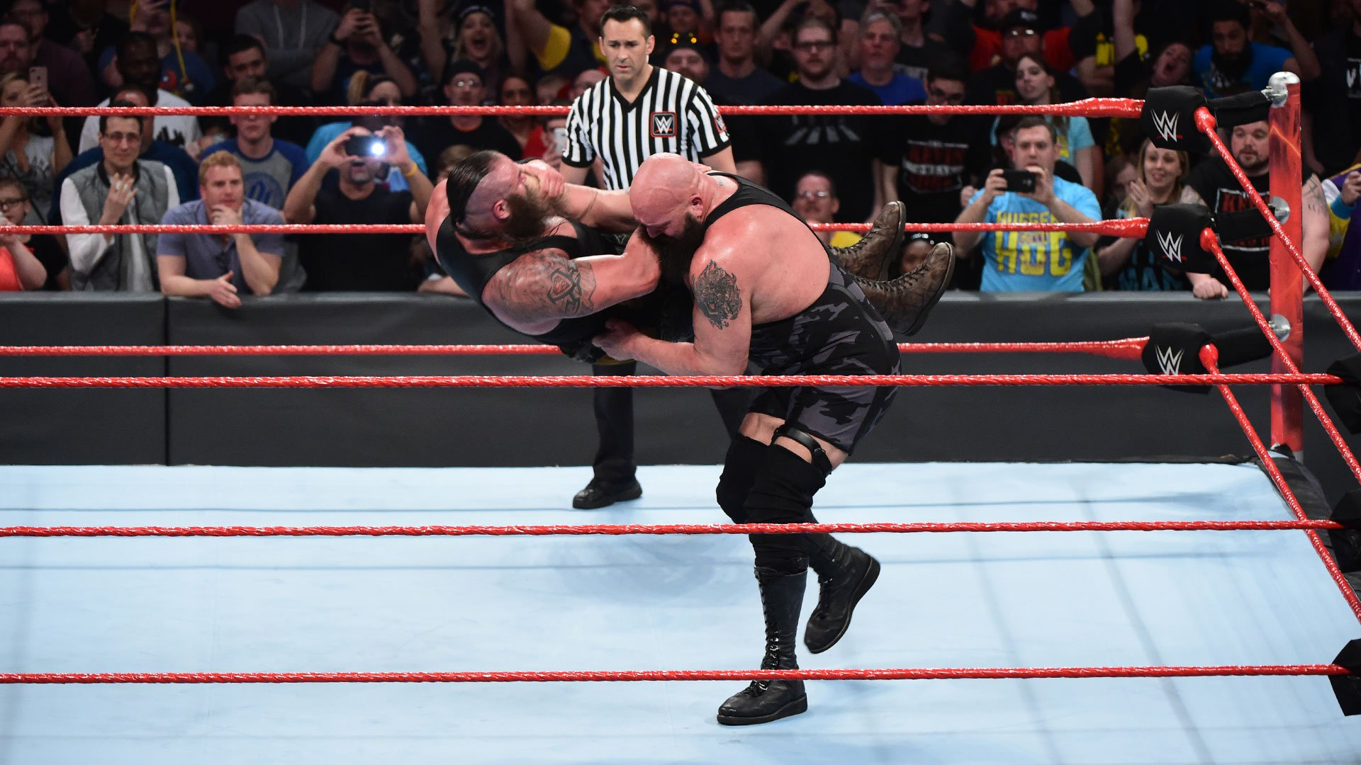 Big Show hits an monstrous chokeslam.