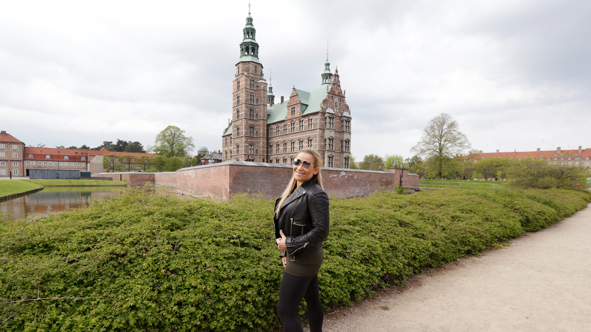 The Queen of Harts looks right at home in front of Rosenborg Castle.