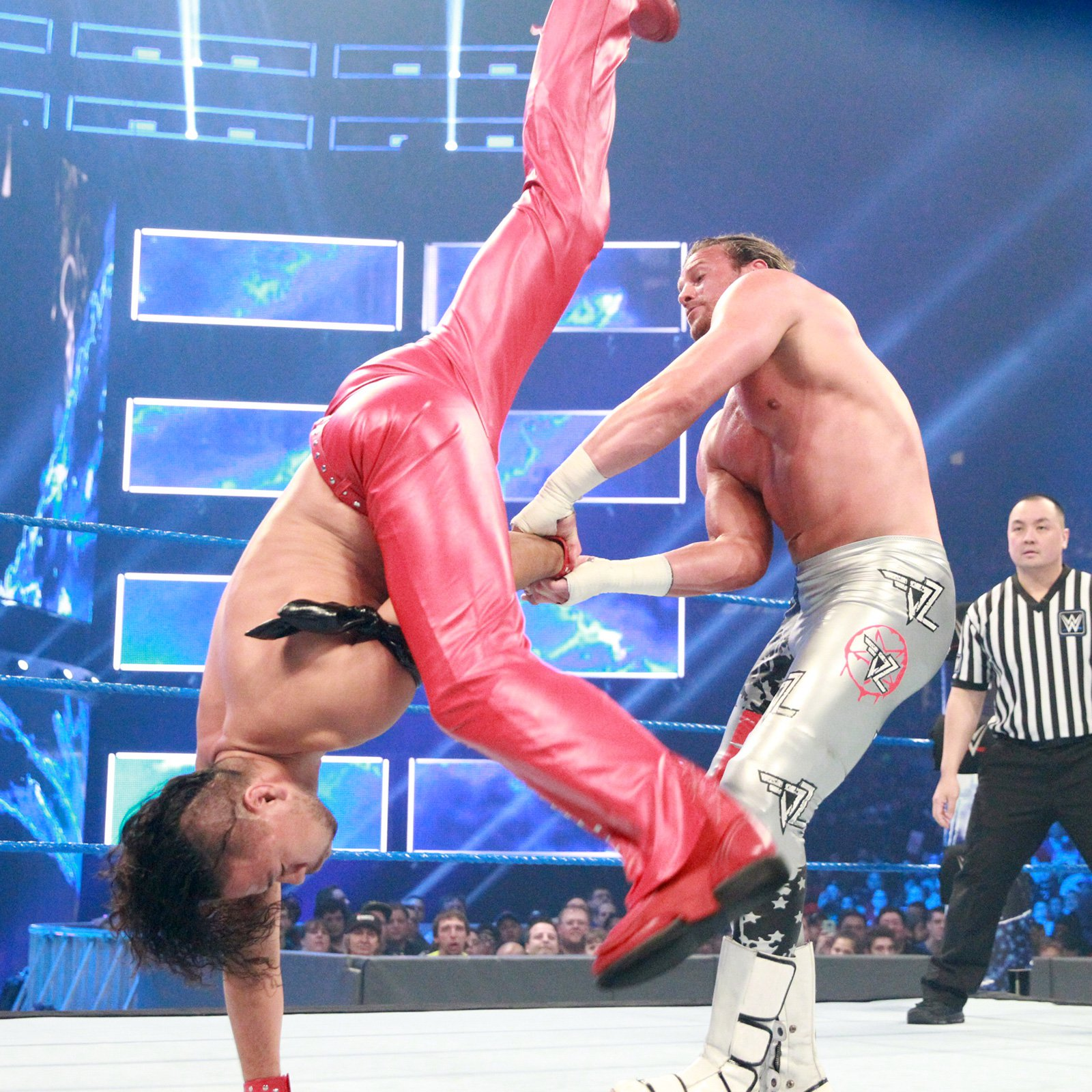The King of Strong Style displays an impressive counter to break his opponent's hold.
