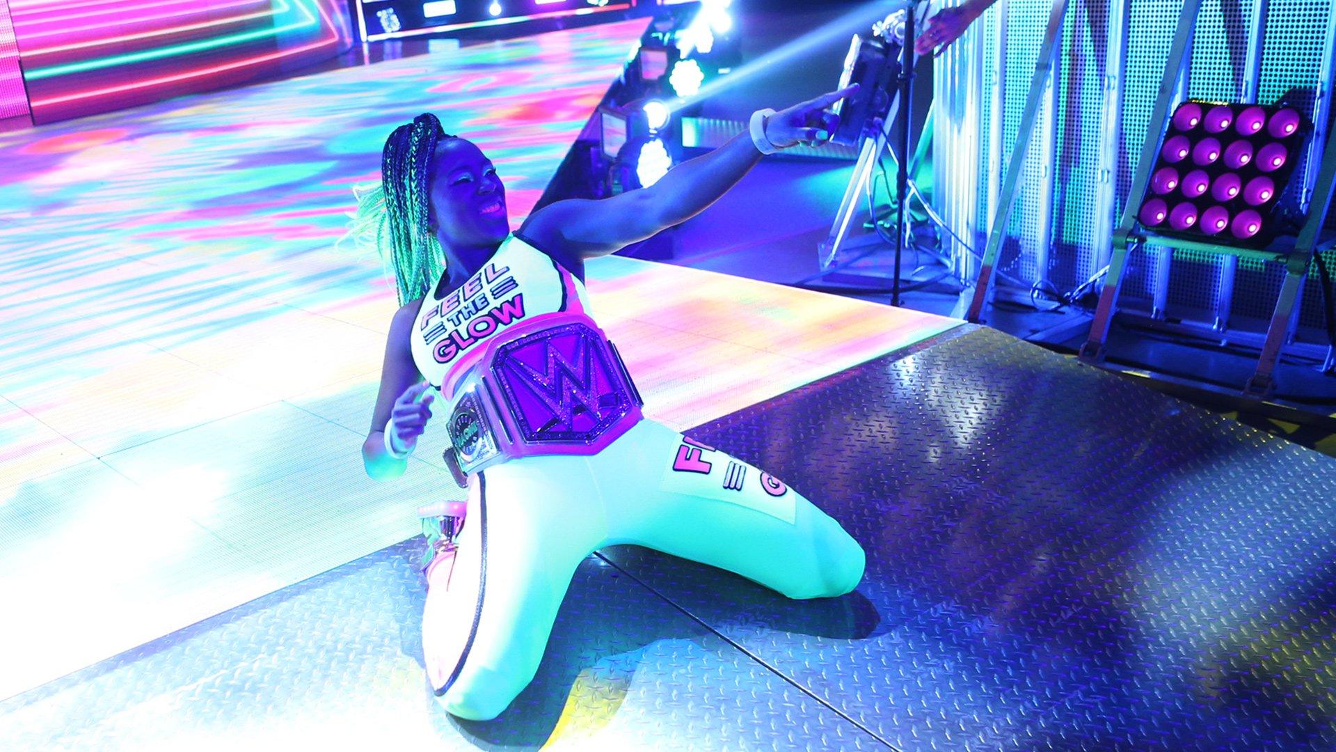 SmackDown Women's Champion Naomi makes Chi-Town feel the glow.