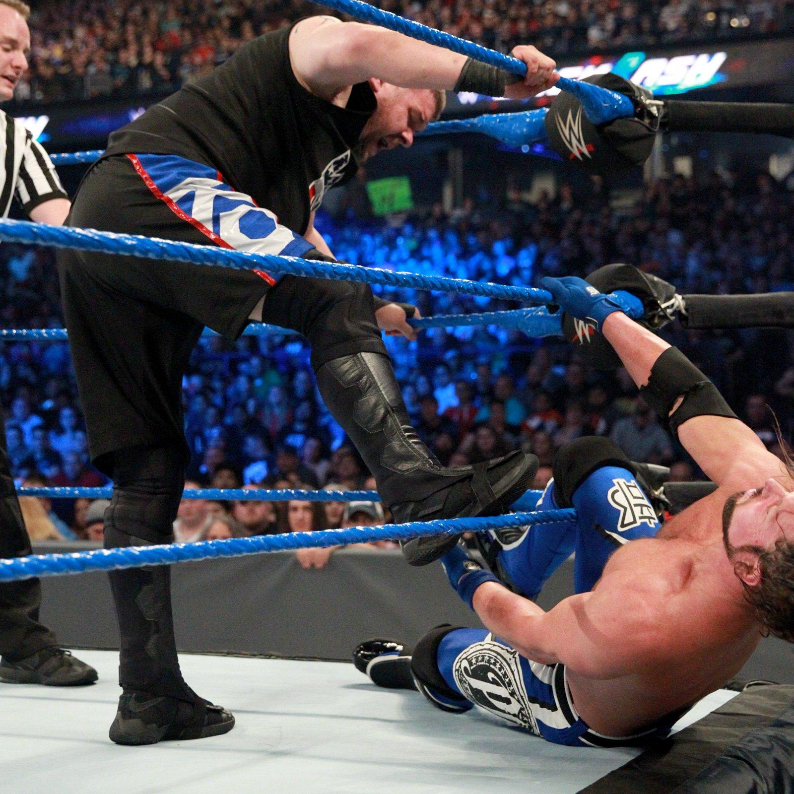 Owens swings momentum in his favor by targeting Styles' knee.