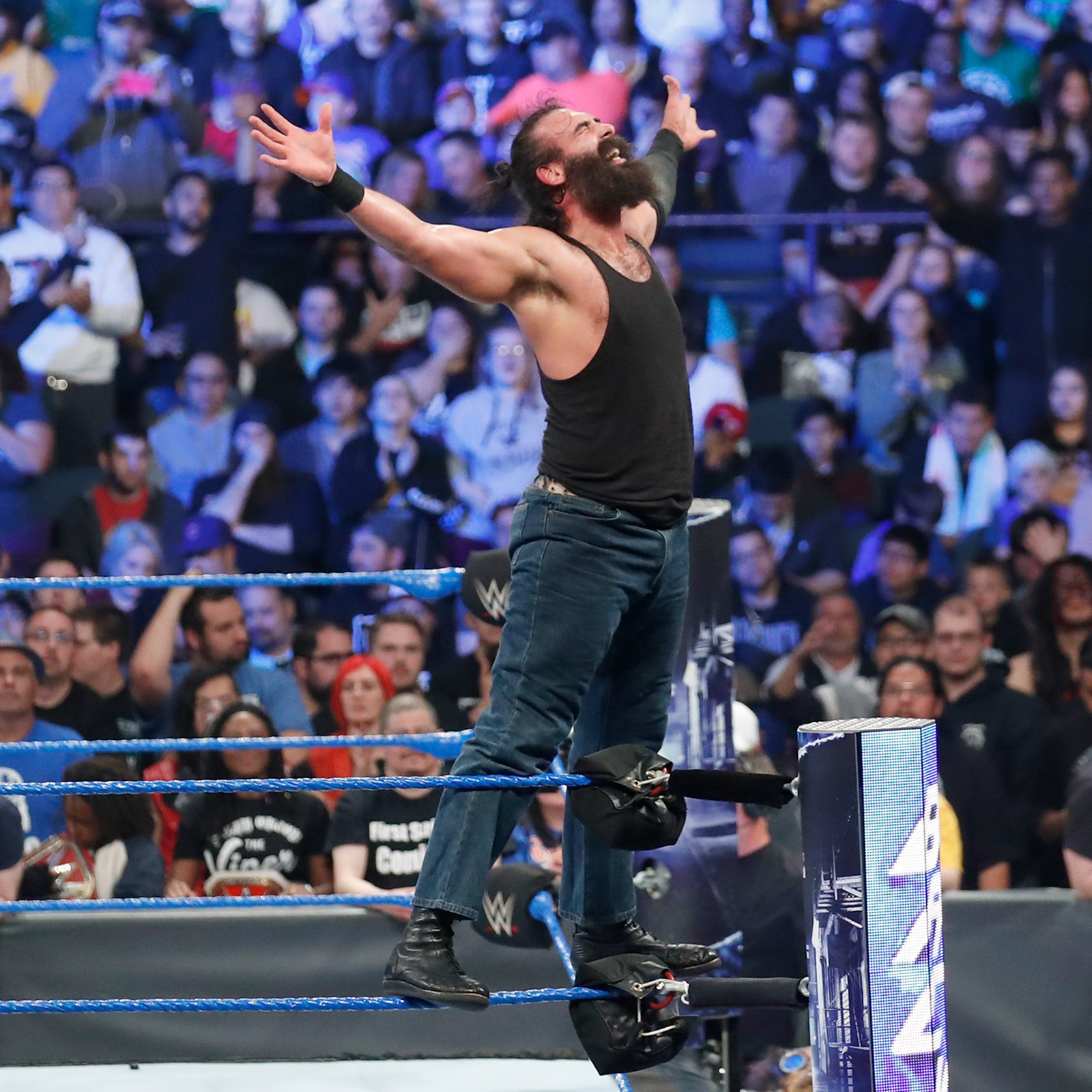 Luke Harper pulls away with a hard-fought victory in Chi-Town.