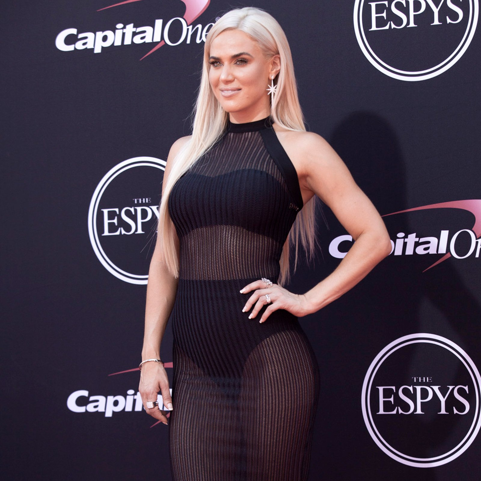 Lana poses on the ESPYs red carpet.