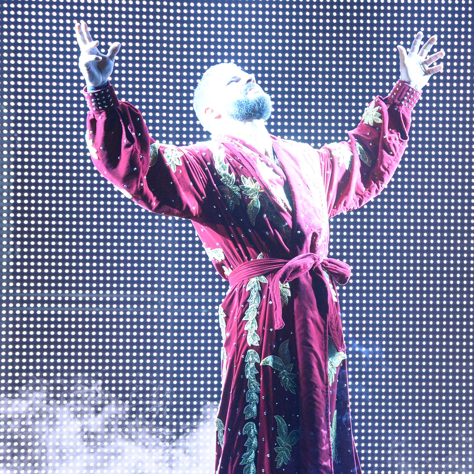 Fresh off his win over Dolph Ziggler at WWE Hell in a Cell, Bobby Roode makes his Glorious entrance.