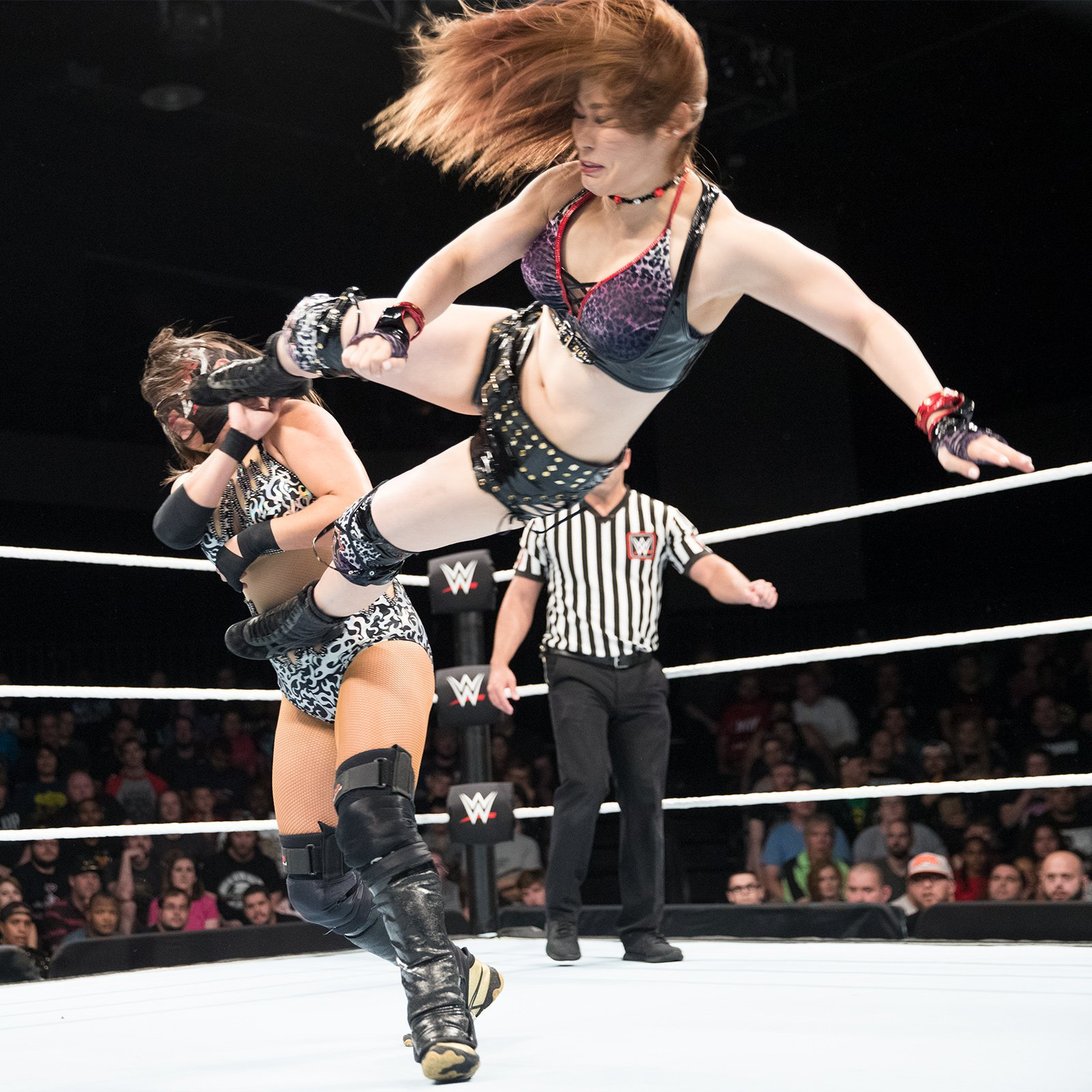 Io Shirai looks to keep Zeuxis off-balance in this Second-Round battle between international competitors.