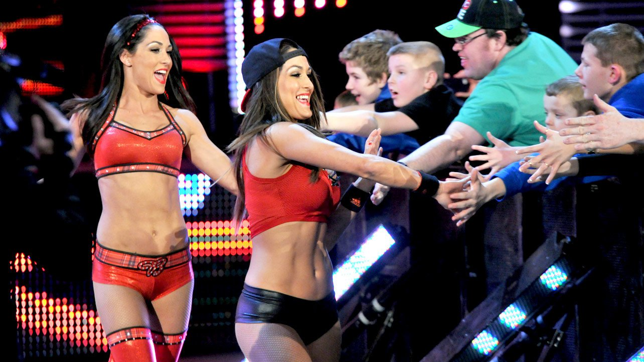 Nikki Bella vs AJ Lee