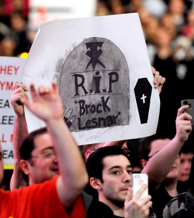 2014 Raw Fan Signs of the Week: photos
