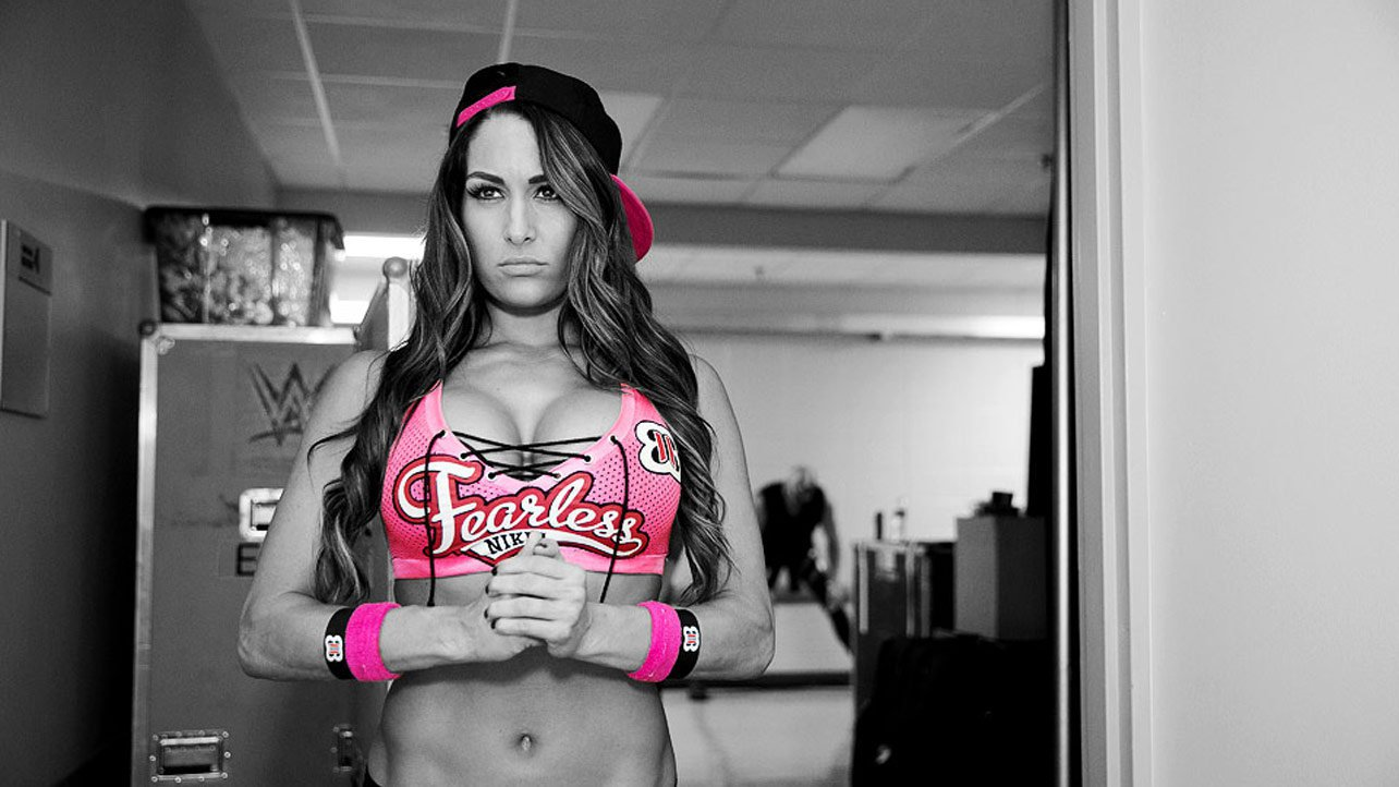nikki_SmackDown_Backstage_Peek_2-5350709