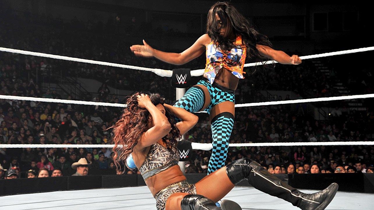 2015 WWE Naomi